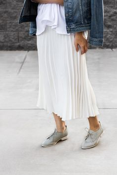 accordian skirt, accordian midi skirt, gray oxfords outfit, boyfriend denim jacket, oversized denim jacket, off the shoulder crop top