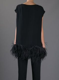 DRIES VAN NOTEN TUNIC - So fun.great find a great pAir of earrings and a great bag.be careful this needs very little of accessorizing. Could go cheap if you overdo! Looks Style, Style Me, Looks Party, Looks Jeans, Style Noir, Mode Plus, Fashion Details, Fashion Design, High Fashion