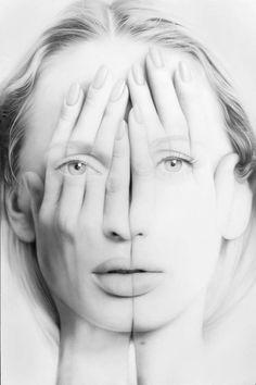 """Les portraits monochromesde l'artiste arménien Tigran Tsitoghdzyan, qui à travers ses séries """"Millenium"""" et """"Mirror"""" mélangesurréalisme et hyperréalis"""