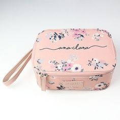 Necessaire bem floral 1x1 Fashion Bags, Fashion Backpack, Cute Backpacks, Pink Princess, Bag Organization, Beautiful Bags, Backpack Bags, Mini Bag, Purses And Handbags