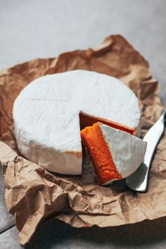 Vegan Sun-Dried Tomato Camembert - Full of Plants Vegan Cheese Recipes, Raw Vegan Recipes, Vegan Foods, Vegan Dishes, Cooking Recipes, Vegan Substitutes, Cashew Cheese, Sausage Recipes, Grilling Recipes