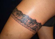 2 strumpfband tattoo