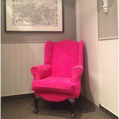 grey walls, pink chair