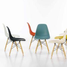 Vitra Eames DSW stoel met geelachtig esdoorn onderstel | FLINDERS verzendt gratis