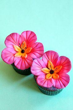 http://cupcakestakethecake.blogspot.com/2012/01/these-hawaiian-pineapple-flower.html