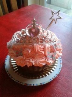 Princess cupcake like the wand Princess Cakes, Princess Party, Big Cupcake, Cupcake Cakes, Cake Sizes, Giant Cupcakes, Little Cakes, Specialty Cakes, Cake Creations