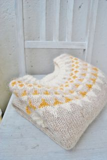 Knitting Patterns Ravelry maria carlander: my golden lopi Baby Sweater Knitting Pattern, Free Knitting, Baby Knitting, Knitting Patterns, Ravelry, How To Purl Knit, Yarn Needle, Knitting Projects, Yarn Projects