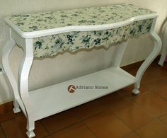 Mesa aparadora estilo colonial luis XV