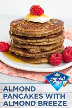 healthy snacks - Almond Breeze Almondmilk is here to make your back to school routine a breeze With these back to school breakfast recipes, you'll be up and at 'em in no time Some take just a couple minutes out of your morning routine, some are prepped t Breakfast Bread Recipes, Low Carb Breakfast, School Breakfast, Brunch Recipes, Dessert Recipes, Desserts, Healthy Desayunos, Healthy Snacks, Healthy Heart