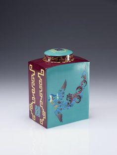 Shanghai Tang urn
