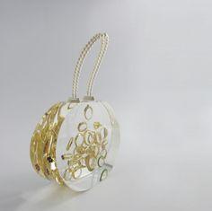 Erfenis? Familiestukken? Kunstenaar van het jaar 2012 en beroemd Nederlands Designer Ted Noten maakt tassen op wens van u. Neem contact op via www.labeq.nl voor een afspraak voor een speciale wens!