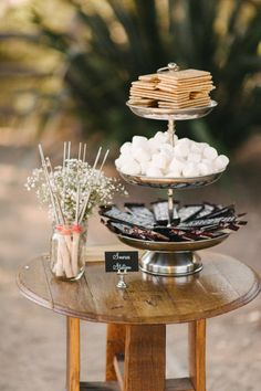A s'mores bar is a great late night snack idea or even the perfect alternative to a traditional cake for a fall wedding. Bonfire Night Wedding, Summer Wedding, Trendy Wedding, Summer Bonfire, Woodsy Wedding, Party Summer, Marshmallows, Marshmallow Smores, Wedding Desserts