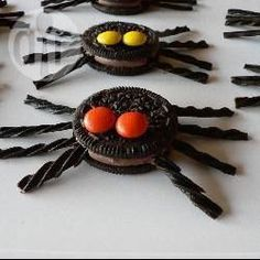 Chocolate Spiders for Halloween or a Harry Potter Party Menu Halloween, Halloween Crafts, Healthy Halloween, Holiday Candy, Holiday Fun, Chocolate Spiders, Spiderman Theme, Construction Theme Party, Number Birthday Cakes