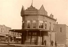 Condon and Company Bank, Coffeyville, Kansas, USA, October 1892 Coffeyville Kansas, State Of Kansas, Kansas Usa, Dalton Gang, Banks Building, Old Buildings, Old West, Old Pictures, Big Ben