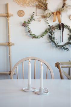 Como hacer estos candelabros de estilo nordico con arcilla blanca Diy, Xmas, Wreaths, Home Decor, White Clay, Chandeliers, Nordic Style, White People, Decoration Home
