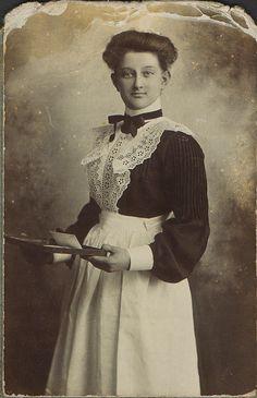 +~+~ Antique Photograph ~+~+  Edwardian Maid