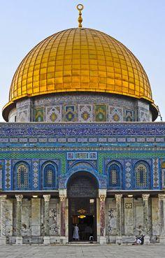 Dome of the Rock Front Detail Shot - Al-Quds (Jerusalem), Palestine… Palestine History, Palestine Art, Mosque Architecture, Art And Architecture, Islamic World, Islamic Art, Terra Santa, Naher Osten, Islamic Wallpaper Hd