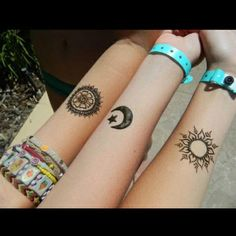These are some of the simple Henna tattoo designs you must try. Before getting anything related to Henna done any where your body make sure you are not Bff Tattoos, Henna Tattoos, Cute Sister Tattoos, Henna Ink, Sister Tattoo Designs, Best Friend Tattoos, Star Tattoos, Trendy Tattoos, Body Art Tattoos