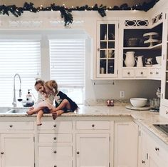 During the winter holidays, any room deserves a good dress up. Right now we're loving @kcstauffer and her kitchen decorations. Subtle, simple, and sweet
