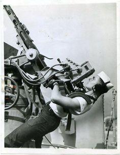 A U.S. sailor manning an anti-aircraft gun, 1943. #ToHellAndBack…
