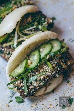 Salt and Pepper Tofu Gua Bao Veggie Recipes, Asian Recipes, Whole Food Recipes, Vegetarian Recipes, Cooking Recipes, Healthy Recipes, Party Catering, Vegan Potluck, Gua Bao