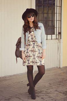 jeans hemd + feminin kleid + stiefel + hut