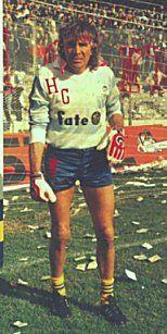 """#UnDiaComoHoy en 1988 jugó por última vez Hugo """"Loco"""" Gatti, legendario arquero de la historia xeneize"""