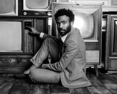 Donald Glover - Portraits From the FX & VF Primetime Emmy Nominee Party http://www.vanityfair.com/hollywood/photos/2016/09/fx-emmy-nominee-portraits