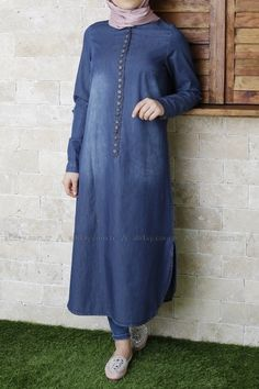 SIK DÜĞMELİ KOT TUNİK Islamic Fashion, Muslim Fashion, Modest Fashion, Fashion Outfits, Womens Fashion, Hijab Style, Hijab Chic, Modele Hijab, Fancy Tops