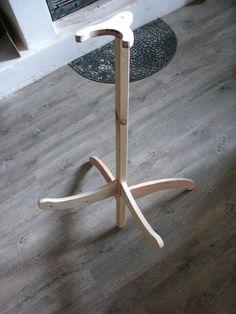 Support de guitare - La seconde vie du Bois Ukulele, Violin, Instruments, Guitar Stand, Mandolin, Fine Furniture, Woodworking Projects, Ranger, Piano