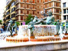 Statue at Plaza de la Virgen in #Valencia, Spain.