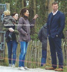 Two more new pics of Kate, George and Carole in Bucklebury. #PrinceGeorge #DuchessOfCambridge