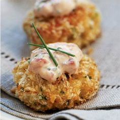 Panko-crusted Crab Cake Bites with Roasted Pepper-Chive Aioli. Panko-crusted Crab Cake Bites with Roasted Pepper-Chive Aioli Panko-crusted Crab Cake Bites with Roasted Pepper-Chive Aioli. Super easy, elegant appetizers that are perfect for any occasion. Think Food, I Love Food, Food For Thought, Good Food, Yummy Food, Fish Recipes, Seafood Recipes, Appetizer Recipes, Cooking Recipes