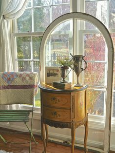 Chateau Chic: Propping Has Its Advantages
