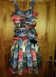 Kupuj mé předměty na #vinted http://www.vinted.cz/damske-obleceni/kratke-saty/13556249-kratke-kvetovane-saty-chantal-rosner