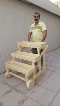 planters multiple uses cart Diy Wood Projects, Outdoor Projects, Wood Crafts, Easy Woodworking Projects, Woodworking Plans, Woodworking Techniques, Wood Creations, Planter Boxes, Pallet Furniture