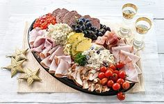 Vleessalade Winter Holidays, Catering, Snack Recipes, Dairy, Cheese, Food, Licence Plates, Salads, Snack Mix Recipes