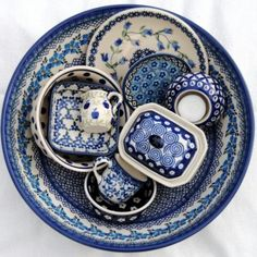 Pools Aardewerk van Arte-fact in Velp Blue Dishes, White Dishes, Blue And White China, Blue China, Pottery Patterns, Polish Pottery, Pots, White Porcelain, My Favorite Color