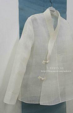 Korean Traditional, Traditional Dresses, Polka Dot Prom Dresses, Kimono Jacket, Clothing Patterns, Sewing Patterns, Feminine Style, Diy Clothes, Shirt Blouses