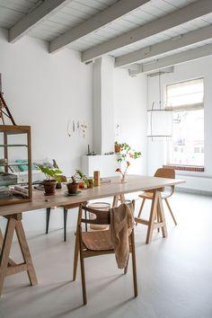 Así es el estudio de una interiorista que rebosa de minimalismo escandinavo.