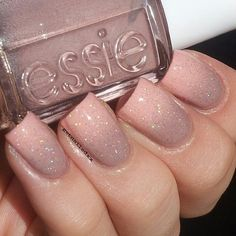 I love the color and the perfect shape of these nails.