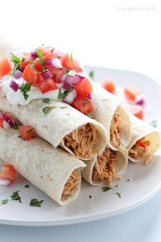 Easy dinner idea: Delicious chicken fajitas made in slow cooker! | LoveGrowsWild.com