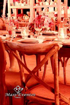 Que te parece algo diferente? con estas hermosas sillas Cross Back tu boda será única! Maxi Eventos / Banquetes / Catering / Bodas Destino / Boda / Wedding Destination / Love /