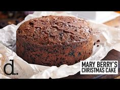 Mary Berry's rich traditional Christmas cake recipe is filled with fruit, almonds, brandy and treacle. It's the perfect pudding for your festive feast. Mary Berry Fruit Cake, Mary Berry Christmas Cake, Christmas Deserts, Christmas Cakes, Christmas Cake Recipe Traditional, Easy Christmas Cake Recipe, Moist Fruit Cake Recipe, Molasses Recipes, Cake Recipes
