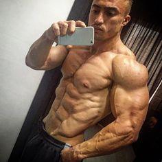 Antonio Bonanno shirtless mirror selfie 10 june 2016