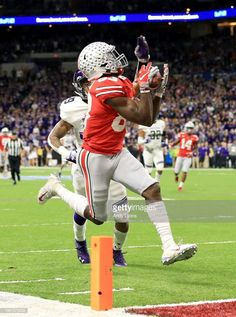 Terry McLaurin of the Ohio State Buckeyes catches a touchdown pass in. News Photo : Terry McLaurin of the Ohio State Buckeyes catches. Oregon Ducks Football, Ohio State Football, Ohio State Buckeyes, Oklahoma Sooners, American Football, Buckeyes Football, College Football Teams, Football Program, Florida State University