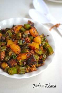 Aloo Bhindi Bhujiya or fry is easy okra, potato stir fried with minimal spice, pair great with roti, paratha or simple rice-dal or rasam. Perfect lunch box recipe with paratha, something I used to eat a lot during my schooling days. Lunch Box Recipes, Curry Recipes, Vegetable Recipes, Vegetarian Recipes, Cooking Recipes, Cooking Okra, Cooking Cake, Vegetarian Barbecue, Vegetarian Lunch