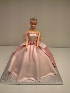 Princesse Barbie Bolo Barbie, Barbie Cake, Barbie Birthday Cake, Birthday Cake Girls, Grandma Cake, Buttercream Cake Designs, Disney Cakes, Novelty Cakes, Baby Shower Cakes