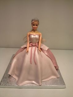 Princesse Barbie Bolo Barbie, Barbie Cake, Birthday Cake Girls, Minnie Birthday, 5th Birthday, Grandma Cake, Buttercream Cake Designs, Ballerina Party, Disney Cakes
