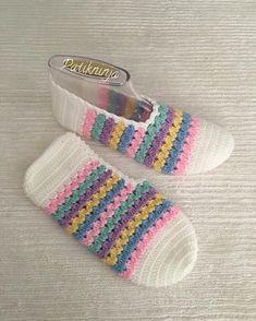 285 likes 1 comments Crochet Girls Dress Pattern, Crochet Flower Patterns, Crochet Flowers, Crochet Boots, Crochet Clothes, Crochet Ripple, Crochet Baby, Knitting Socks, Baby Knitting